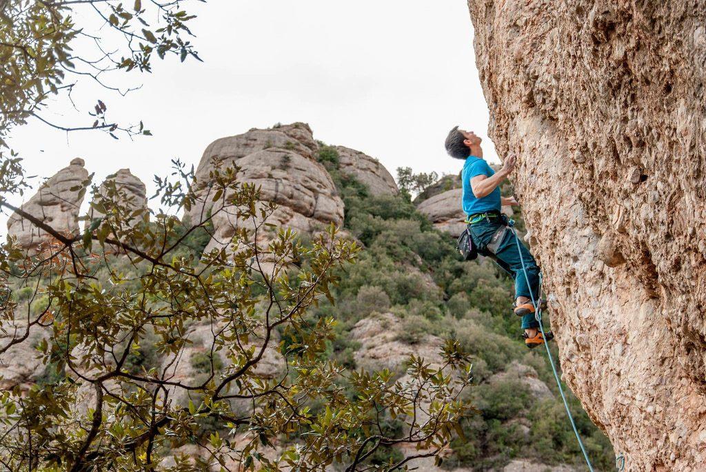 Gerard_Rull escalando en Montserrat