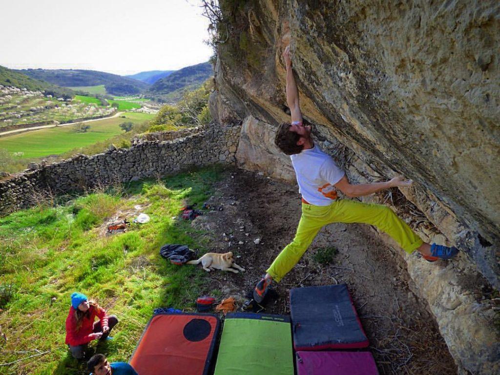 Pol Roca boulder en Terra Neutral en Os de Balaguer