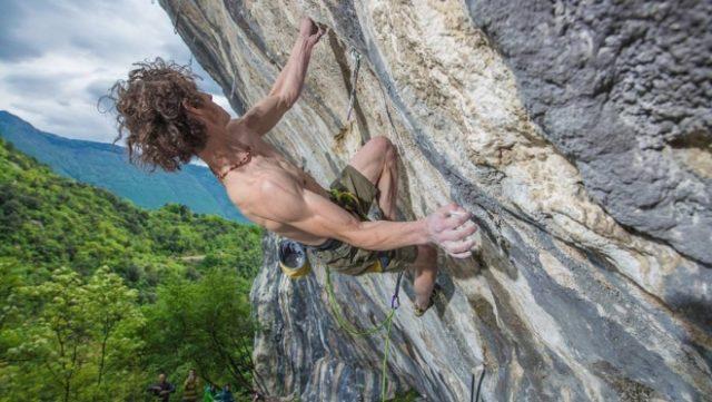 Adam Ondra escala 'Queen Line' en Arco