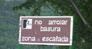 cartel no arrojar basura zona escalada