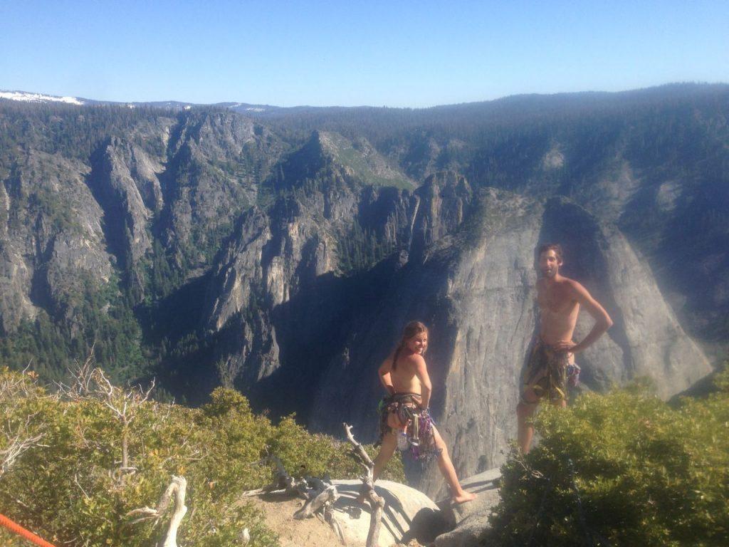 Cordada desnuda en la cima de El Capitan