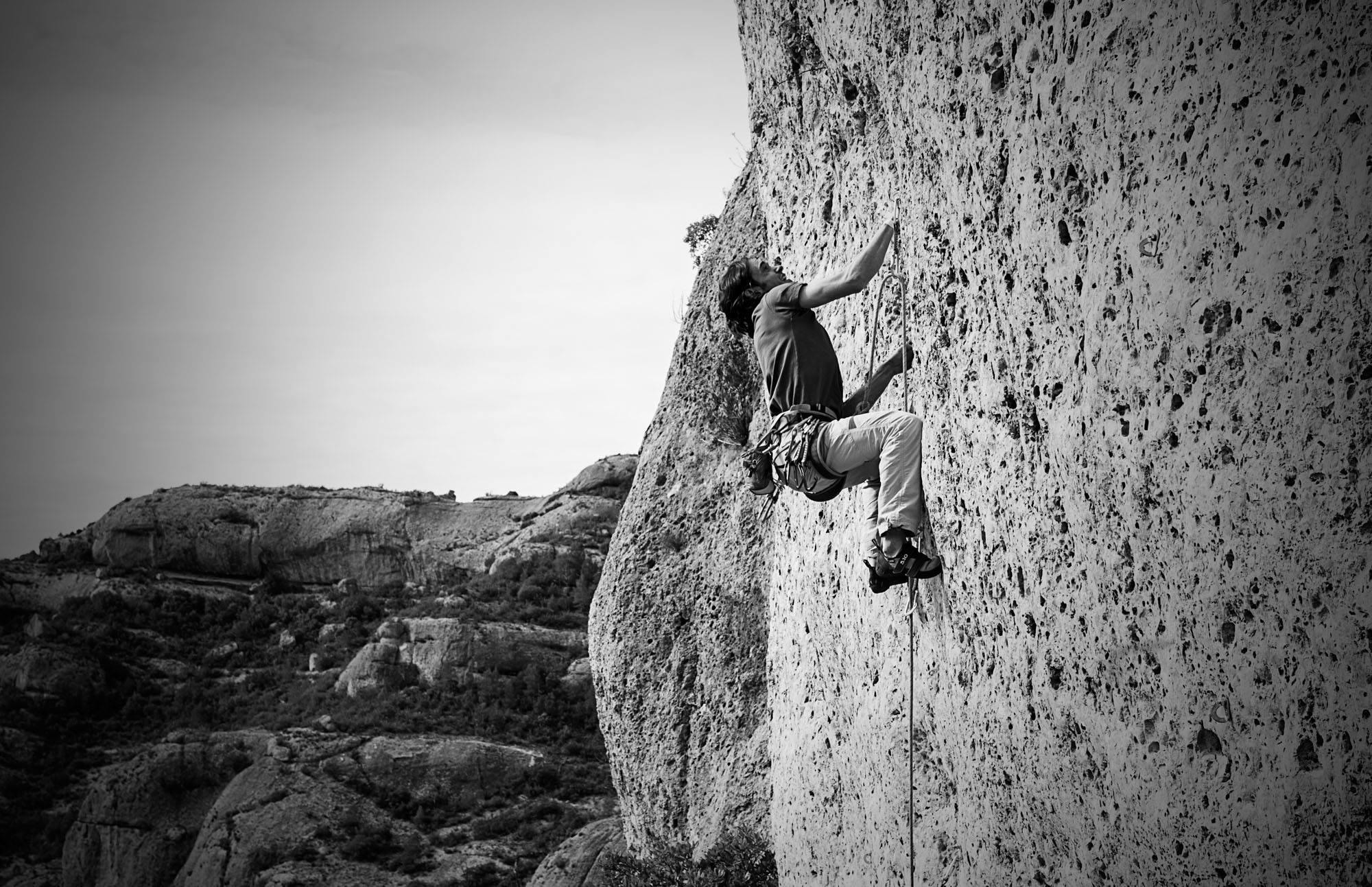 Jofre Saladié escalando en La Braseria Margalef