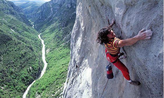 Wolfgang Güllich escalando 'Papi onsight' Verdon 1984 ph Gerd Heidorn