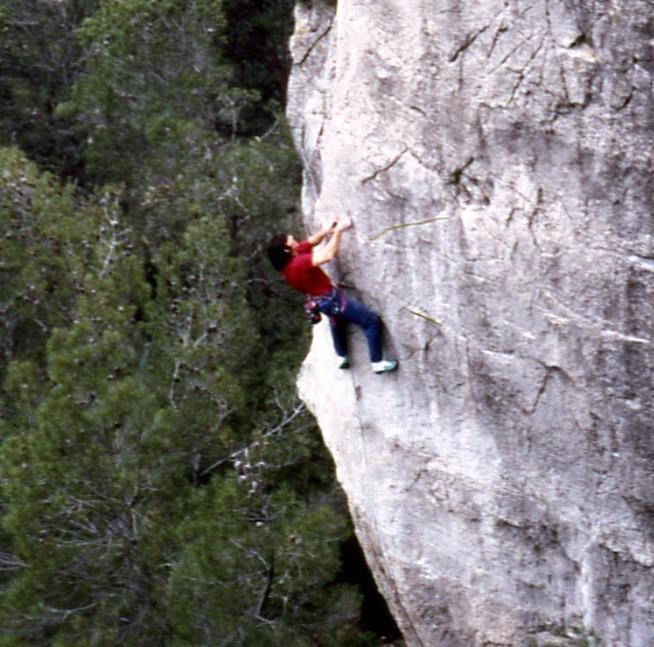Wolfgang Güllich escalando en 'Queda Usted Despedido' 7c+ Can Rebotat Siurana 7