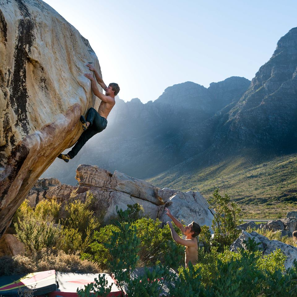 Nalle Hukkataival y Shawn Raboutou boulder en Sudáfrica