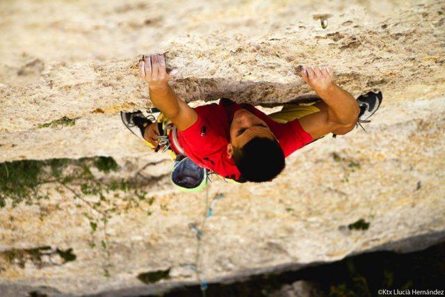 Àlex Hernandez escalando