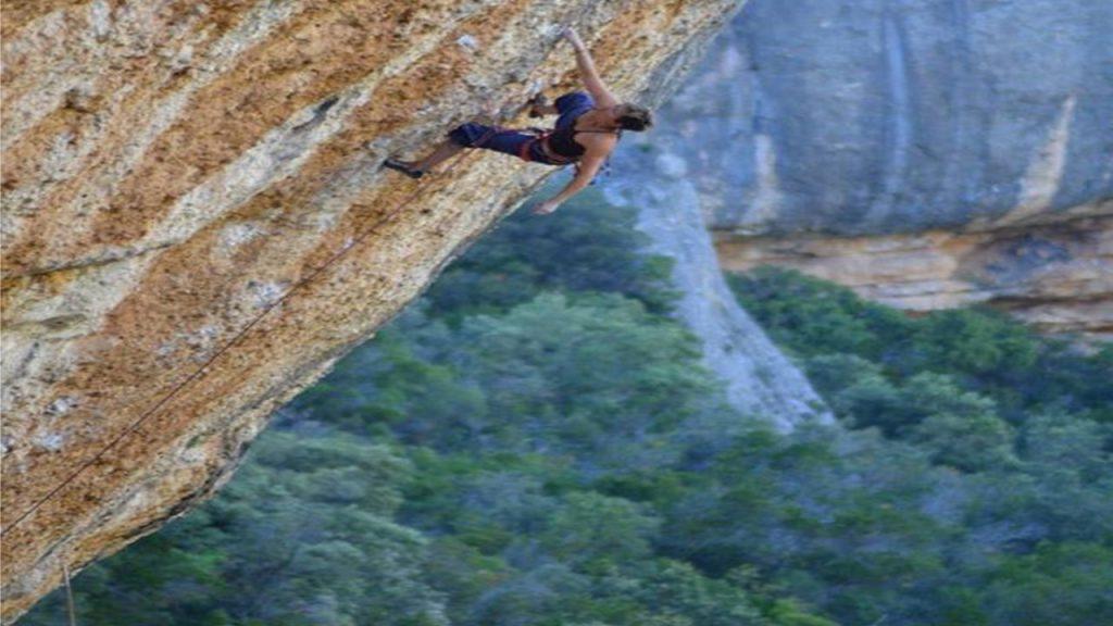Muriel Sarkany escalando Era Vella
