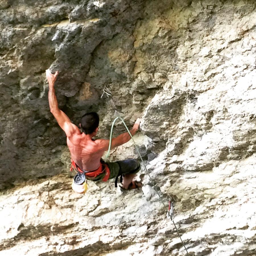 José Agustí escalando 'El Llicenciat' 8b+