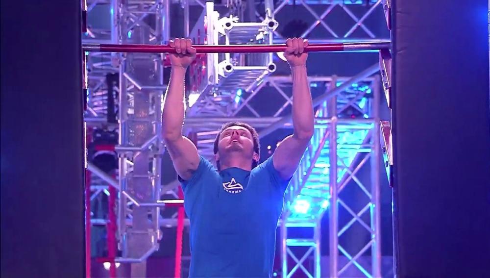 Pol Roca participando en Ninja Warrior