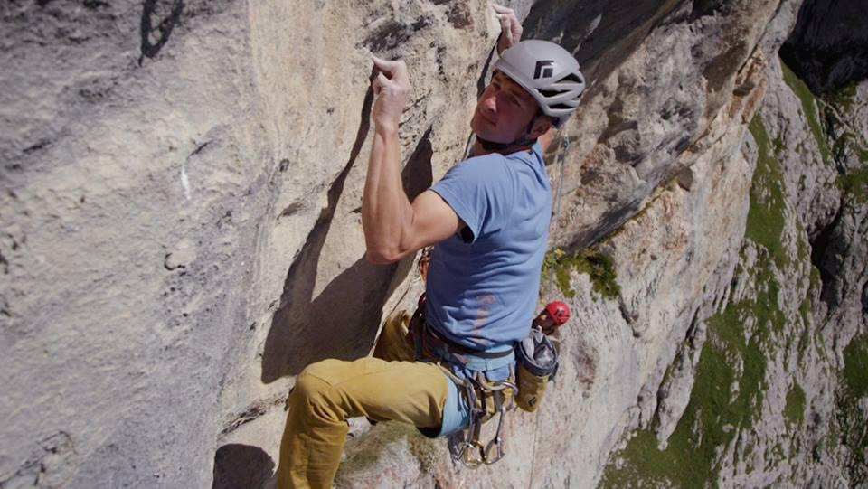 Roland Hemetzberger escalando Wogü