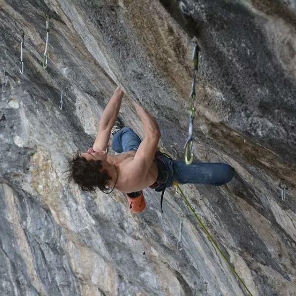 Adam Ondra escalando 'One Slap'