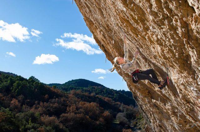 Janja Garnbret escalando 'Selecció Natural' 9a