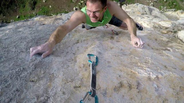 Richie Patterson escalando en Muro Techo