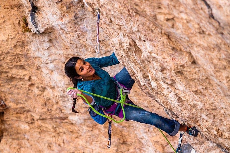Daila Ojeda escalando en Santa Linya