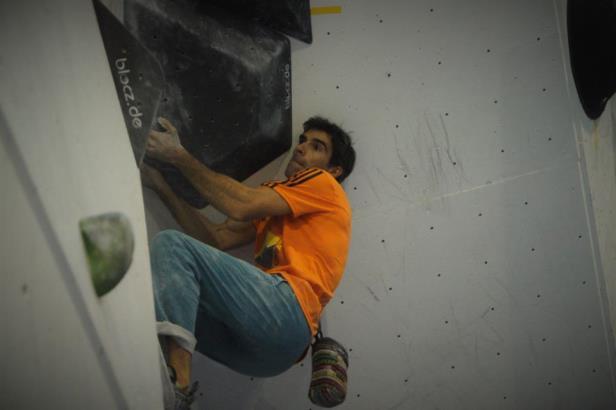 Dani Andrada en competición de escalada