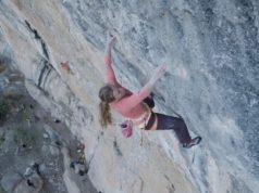 Michaela Kiersch escalando en Oliana
