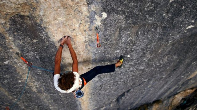 Pirmin Bertle escalando 'La Barrière'