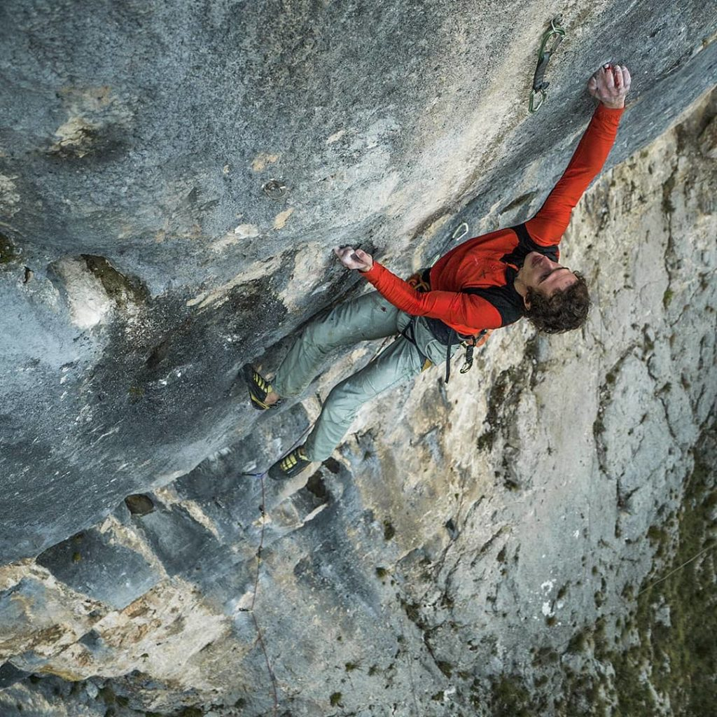 Adam Ondra escalando en Bosnia y Herzegovina