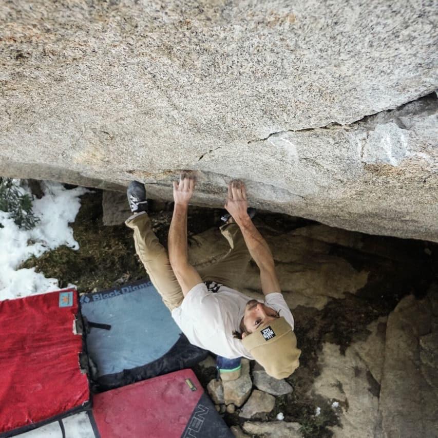 Daniel Woods escalando en RMNP