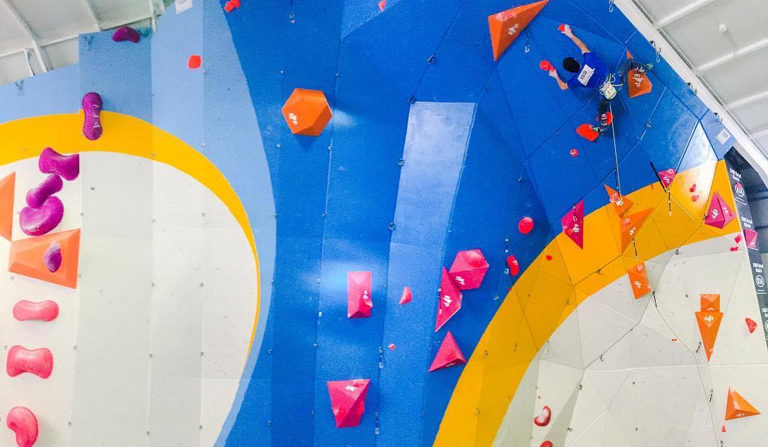 Ramonet escalando en Spuntnik Climbing