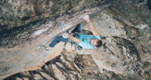 Carlos Ruano escalando en La Pedriza