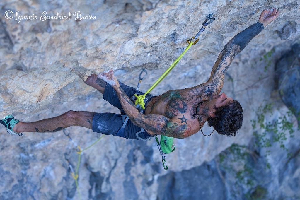 Luis Rodríguez en 'Olympia' 8b durante el La Sportiva Rodellar Climbing Festival 2018