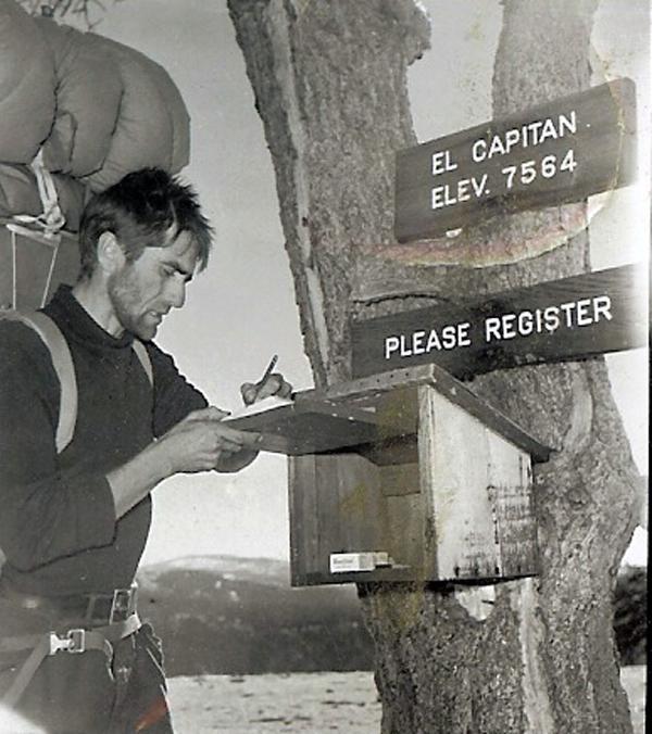 Warren Harding firmando libro de registro en El Capitan