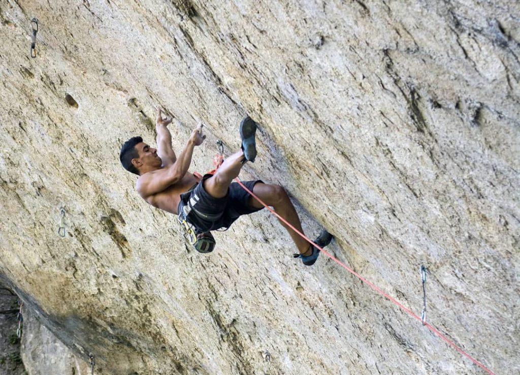 Jorge Díaz-Rullo escalando en Cuenca