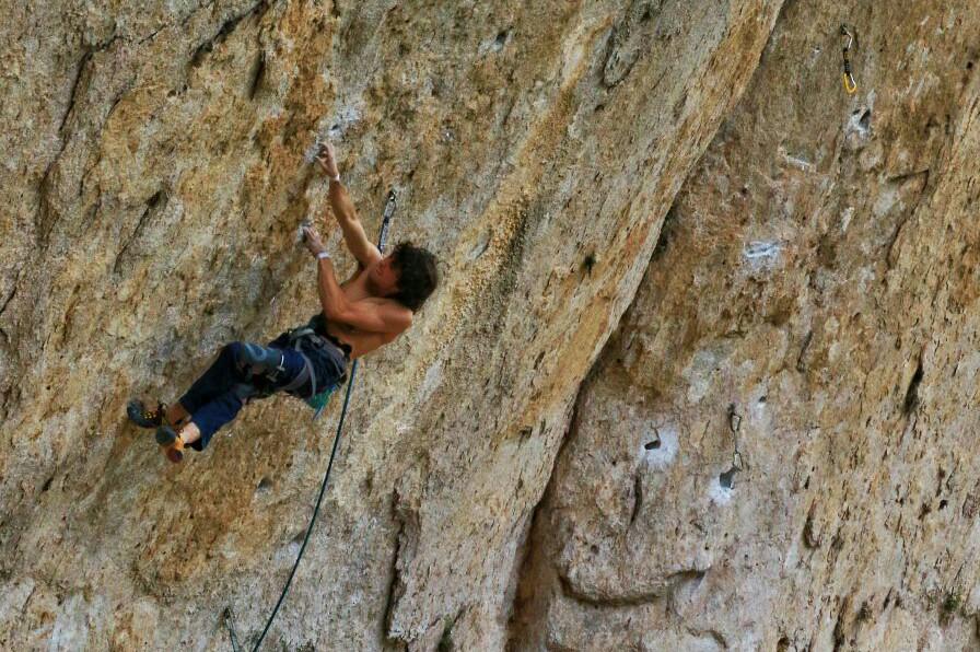 Alex Garriga escalando 'El Intento'