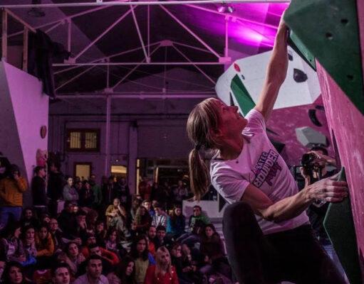 Mari Alarcón compitiendo en Batec Boulder Party 2019