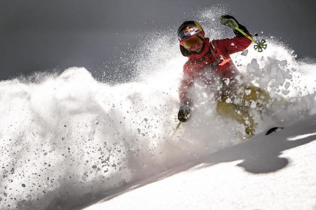 Nadine Wallner esquiando