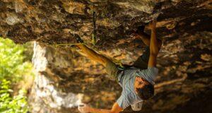 Jonatan Flor escalando su primer 9b