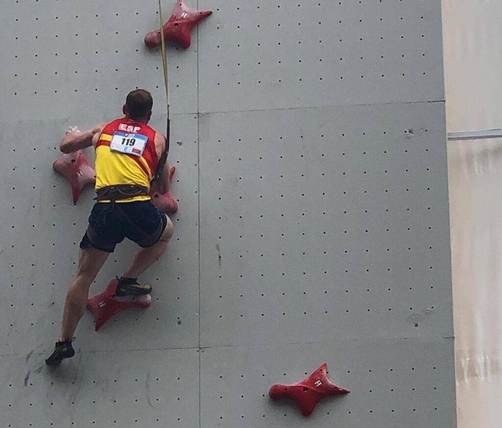 Erik Noya compitiendo en Chamonix