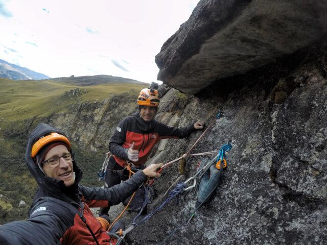 Hermanos Pou escalando en Perú