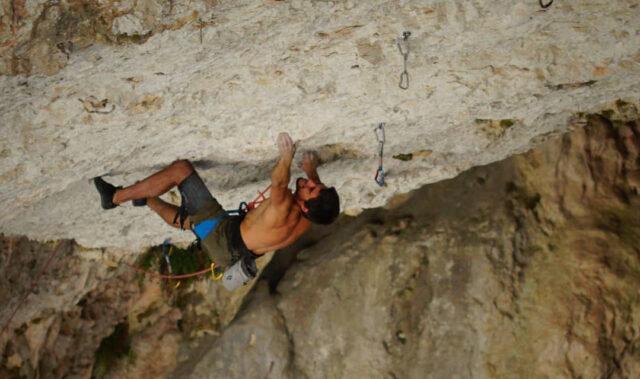 Jonatan Flor escalando en El Museo