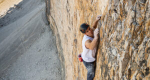 Dani Arnold escala en solo integral la Cima Grande