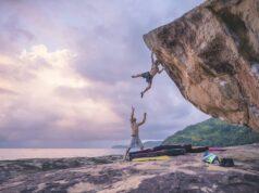 Daniel Woods haciendo boulder en Brasil