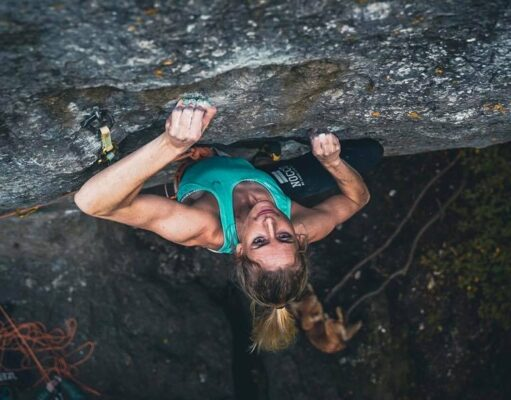 Matilda Söderlund escalando en Frankenjura