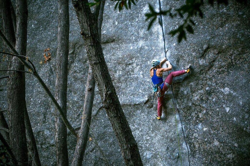 Hazel Findlay escalando 'Magic Line'