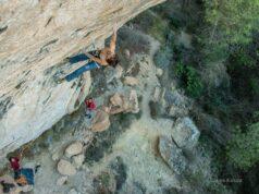 Alex Garriga escalando en Cuenca