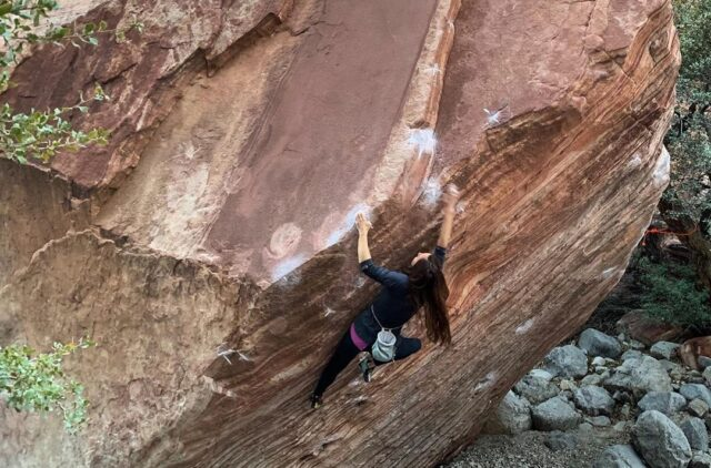 Alizée Dufraisse escalando en Red Rocks (Nevada, USA)