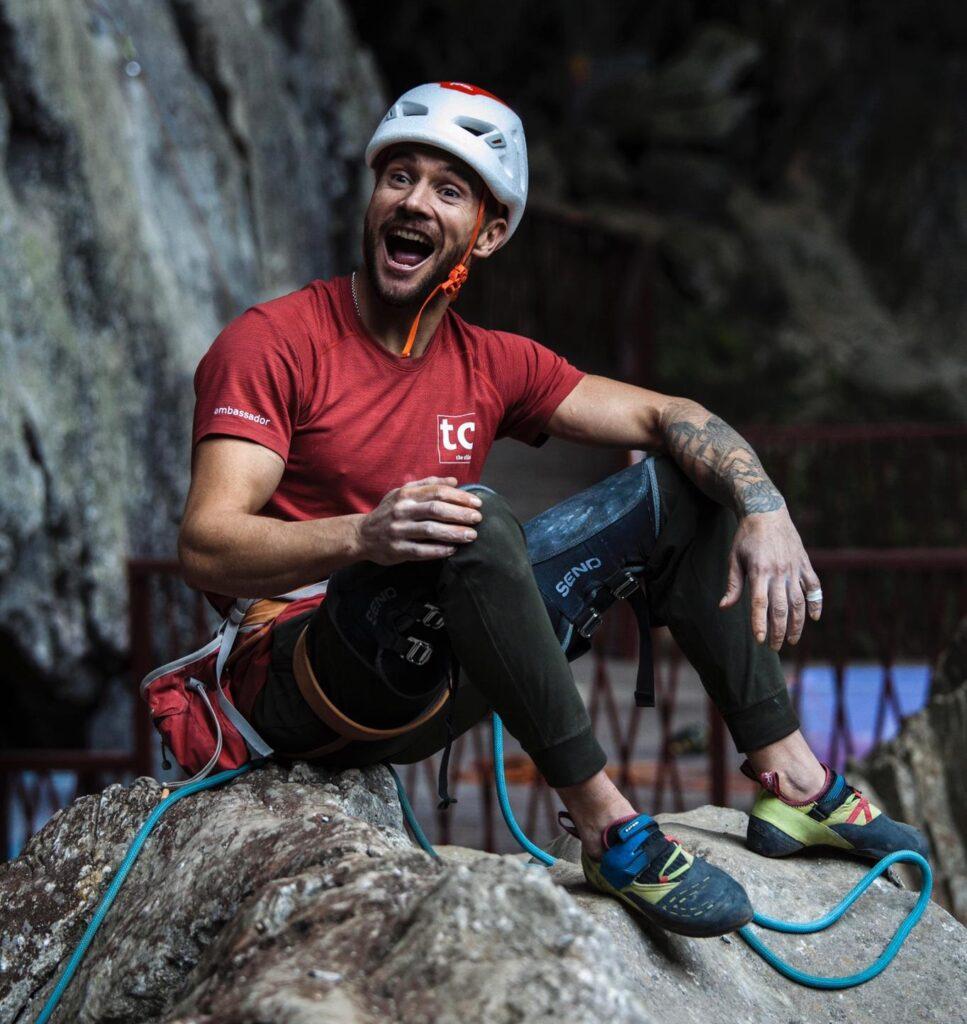 Edu Marín en la cueva de Shangfang Town