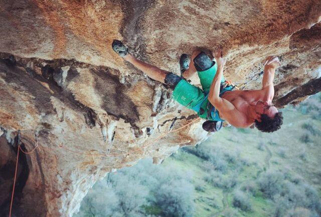 Henning Wang escalando en Villanueva del Rosario