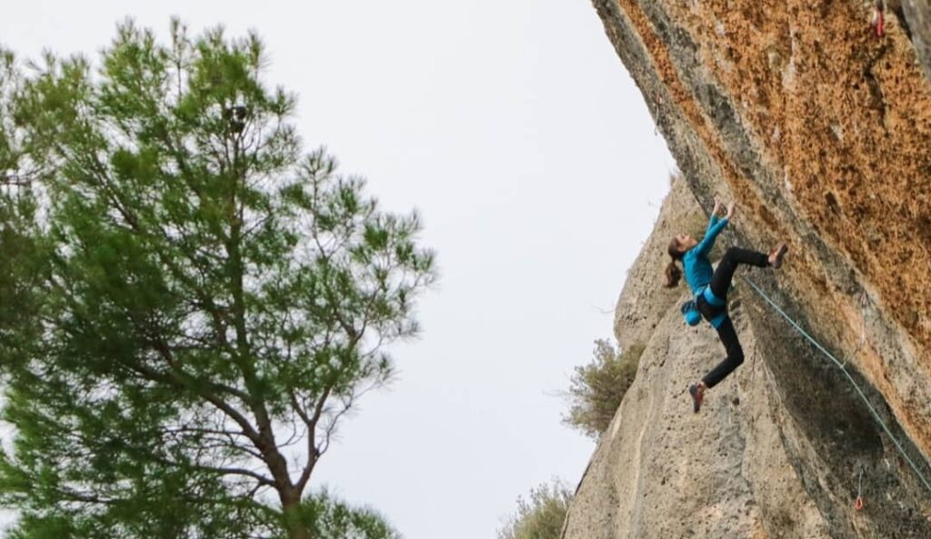 Laura Rogora escalando en Espadelles