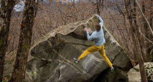 Vadim Timonov haciendo boulder en Suiza