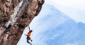 Edu Marín escalando en Linan