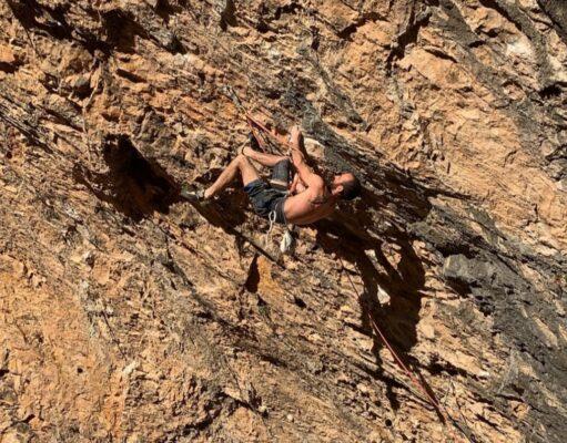 Gonzalo Larrocha escalando en Santa Linya