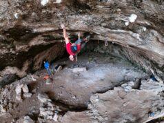 Iker Pou escalando en Mallorca
