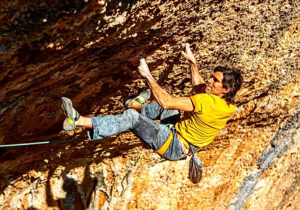 Dani Andrada escalando en Margalef