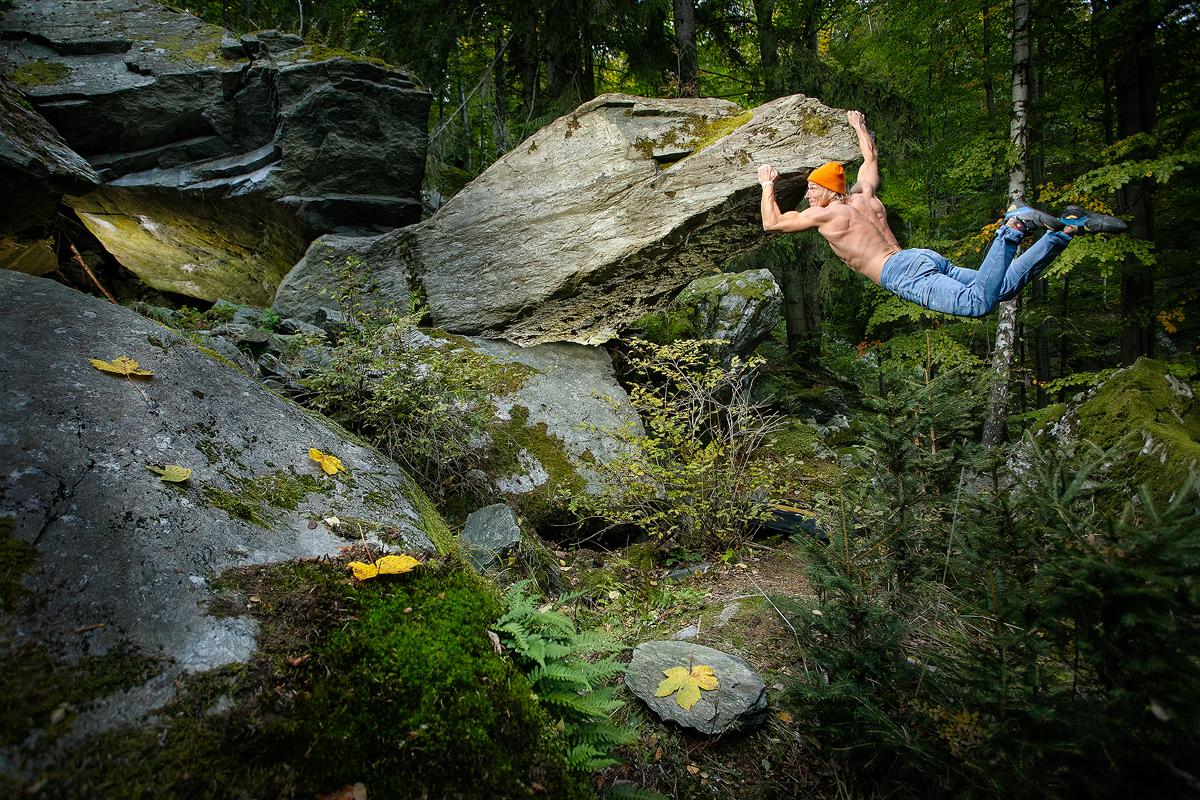 Paso dinámico de boulder. Foto de Piotrek Deska